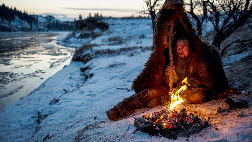 DF-14050R – Hugh Glass (Leonardo DiCaprio) struggles to stay warm during a vicious winter.